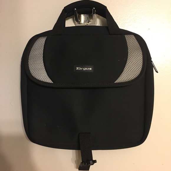 Targus Other - Targus bag can hold a lot cute padded tablet size
